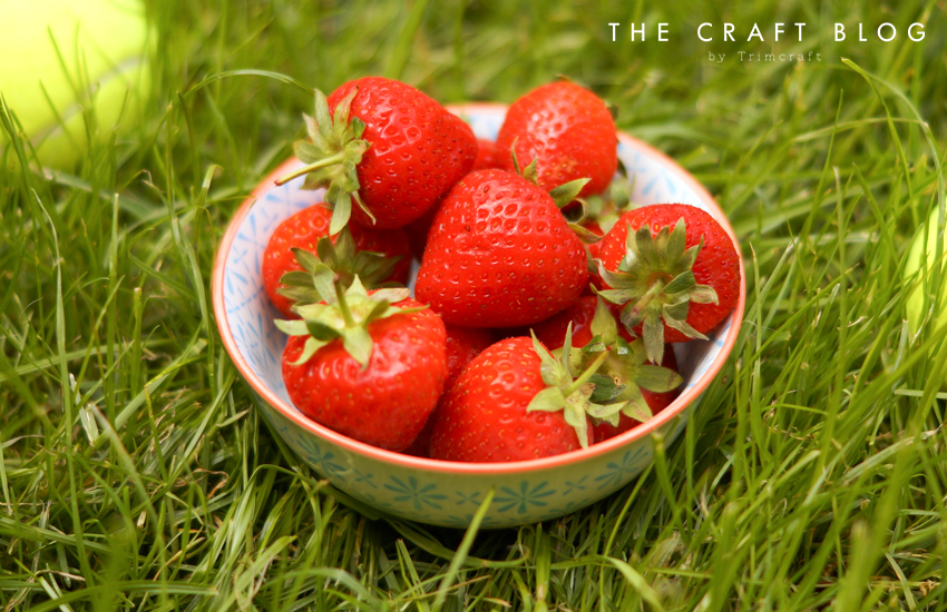 strawberries_cream_winbledon_cupcakes_3.jpg