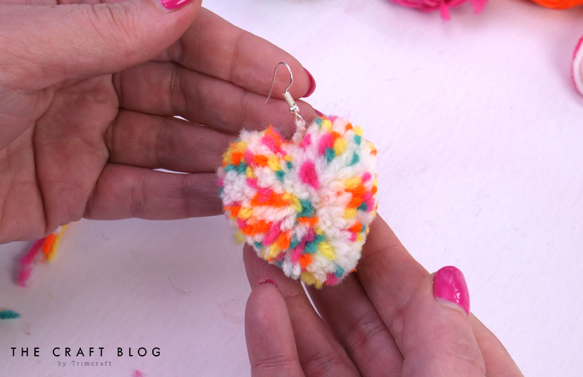 spiin_heart_pompom_earrings_8.jpg