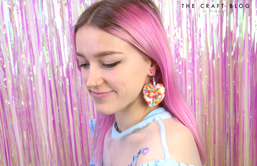 spiin_heart_pompom_earrings_15.jpg