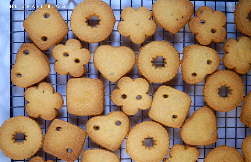 button_biscuits_ribbon_3.jpg