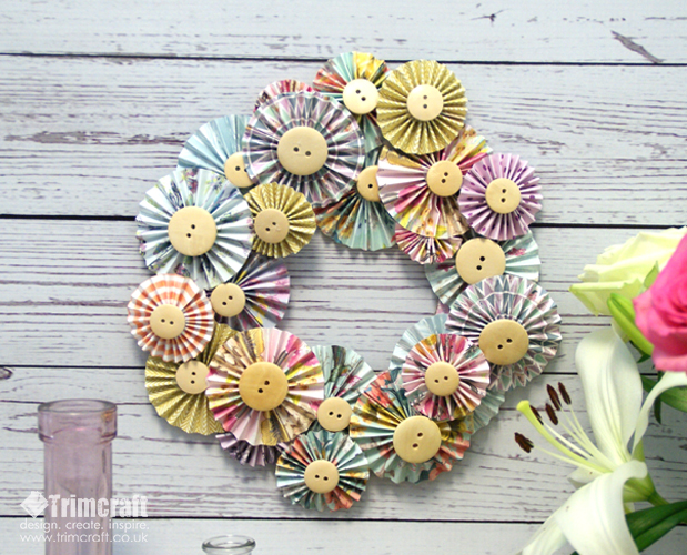paper_flowers_wreath_3.jpg