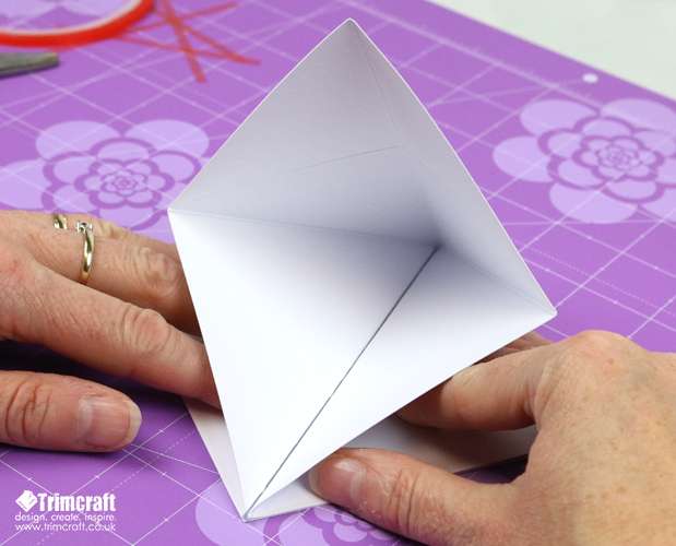 card_shape_month_kite_september_2016_9.jpg