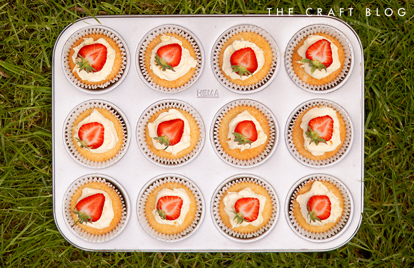 strawberries_cream_winbledon_cupcakes_7.jpg